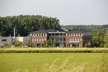 Medizinische Zentrum im Frühling